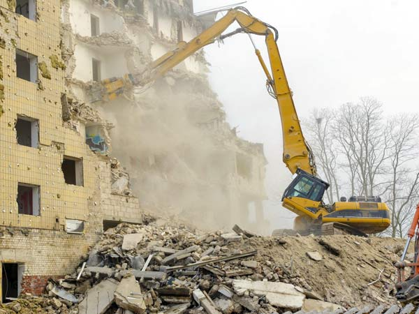 Demolizione-muro-fabbricato-cadelbosco-sopra